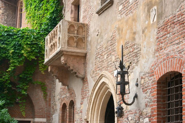 Romeo_And_Juliet_Balcony_Verona_3286472