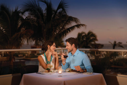 Hyatt-Ziva-Cancun-Tradewinds-Couple-Dinner