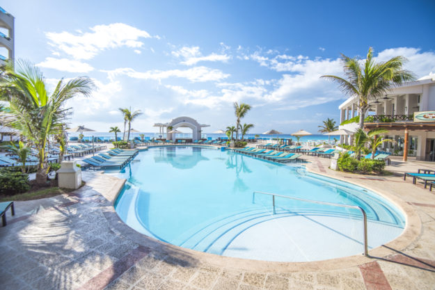 Panama-Jack-Resorts-Cancun-Main-Pool